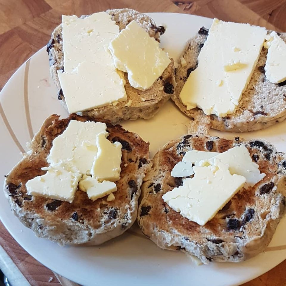 Digital Days Out Wednesday 8th April: Hot Cross Bun Cheese Pairing!